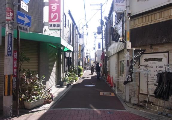近鉄南大阪線河内天美駅から歩いて初めの角を左に曲がります